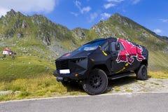 Urzędnika Red Bull samochód w góra krajobrazie Zdjęcie Stock
