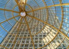 urzędu wysokiego budynku wzrost Obrazy Royalty Free