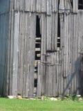 Usé en bas du mur de grange Photographie stock