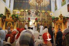 Usługa w Ortodoksalnym kościół księża Rosja zdjęcia stock