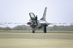 US Air Force pilot climbing into F-16C Fighting Falcons Stock Photography