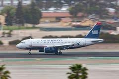 Us Airways flygbuss A319-132 som ankommer på San Diego International Airport Royaltyfri Foto