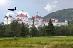 US Army plane flies over Mt Washington hotel Stock Photo