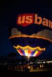 US-Bank-Ballon am Albuquerque-Ballon-Fiesta-Abend-Glühen 2015 Lizenzfreie Stockfotos