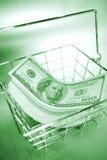 US-Bargeld im Draht-Korb   Stockfotos