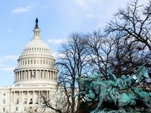 Us-Capitol och staty Royaltyfria Bilder
