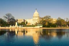 Us-Capitol på aftonen Arkivbild