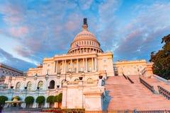 Us-Capitol på solnedgången Royaltyfri Foto