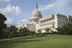 Us-Capitolbyggnad på en solig eftermiddag Arkivbild
