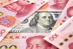 US-Dollar gegen Porzellan Yuan Stockfoto
