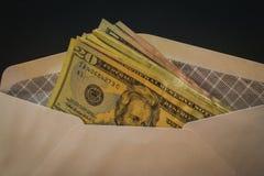 US dollar i det vita säkerhetskuvertet Royaltyfri Bild