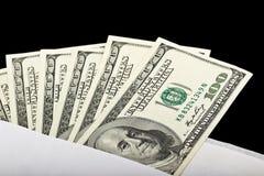 US dollar i ett kuvert Arkivfoton