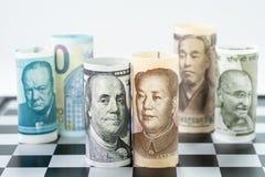 US dollar- och Kina bankrulle på främre surrund med den viktiga världen Fotografering för Bildbyråer
