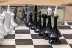 US dollar och schackdiagram Arkivfoton