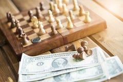 US dollar och schackdiagram royaltyfri fotografi