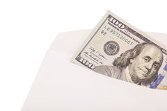 100 US-Dollar Rechnung in einem Umschlag Lizenzfreie Stockfotos