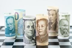 US-Dollar und China-Bank rollen am vorderen surrund mit Weltmajor Stockbild