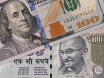 US-Dollar und der indischen Rupie Banknoten, Geldumtausch, Geld c lizenzfreies stockfoto