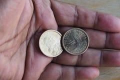 US-DOLLAR UND EURO-MÜNZEN Stockfotografie