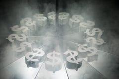US-Dollar Währungszeichen auf Spiegel und im Rauche umfasst lizenzfreie stockfotografie