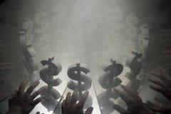 US-Dollar Währungszeichen auf Spiegel und im Rauche umfasst lizenzfreies stockfoto