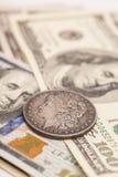 US dollarräkningar och mynt Royaltyfria Bilder