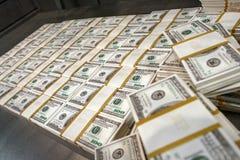 US-Dollars im Geldspeicher stockfotos
