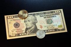 US-Dollars Münzen und Banknoten Lizenzfreie Stockfotos