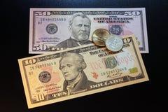 US-Dollars Münzen und Banknoten Stockbild
