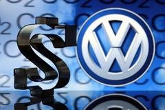US dollartecken med VW-emblemet Fotografering för Bildbyråer