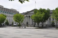 US-Finanzministeriumgebäude mit Albert Gallatin Statue von Washington District von Kolumbien USA Stockfotografie