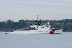 US-Küstenwache Cutter Campbell der Küstenwache Vereinigter Staaten während der Parade von Schiffen an Flotten-Woche 2014 Lizenzfreies Stockfoto
