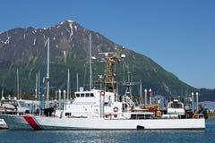 US-Küstenwachebehälter im Hafen. Stockbilder