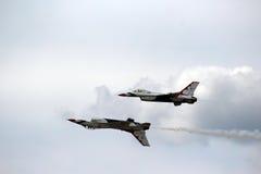 US-Luftwaffe Thunderbirds in der nahen Bildung Lizenzfreies Stockfoto