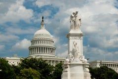 US-Marine-Denkmal und Kapitol Lizenzfreies Stockfoto
