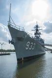 US-Marine-Schiff sitzt verankert im Anacostia-Fluss-Marine-Yard, Washington, DC Stockfoto