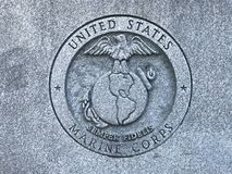 US-Marinesoldaten schnitzten Logo am Denkmal zu Süd-Carolina Veterans der bewaffneten Kräfte Vereinigter Staaten Lizenzfreies Stockbild