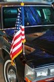 US-Markierungsfahne auf Limousine Stockfotografie