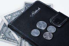 Us-mynt och anteckningsbok Fotografering för Bildbyråer