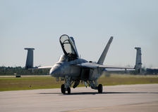 US Navy F/A-18 jetfighter landing Royalty Free Stock Photos