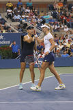 US Open 2014 dubbel vrouwenkampioenen Ekaterina Makarova en Elena Vesnina tijdens definitieve gelijke Stock Afbeelding