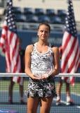 US Open 2016 dziewczyn młodzieżowy biegacz w górę Viktoria Kuzmova Sistani podczas trofeum prezentaci Fotografia Stock