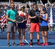US Open 2017 finalistes de doubles mélangés Michael Venus NZL L, Hao-Ching Chan TWN et champions Jamie Murray GBR et Martina Hing Photographie stock