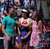 US Open 2017 finalistes Michael Venus du Nouvelle-Zélande et Hao-Ching Chan de doubles mélangés de Taïwan pendant la présentation Image libre de droits