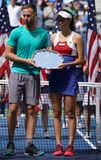 US Open 2017 finalistes Michael Venus du Nouvelle-Zélande et Hao-Ching Chan de doubles mélangés de Taïwan pendant la présentation Images libres de droits
