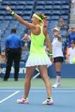 US Open 2016 Frauendoppeltmeister Lucie Safarova L der Tschechischen Republik und der Bethanie-Mattek-Sande von Vereinigten Staat Stockfotografie