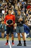 US Open 2013 kampioen Rafael Nadal en finalist Novak Djokovic tijdens trofeepresentatie na definitieve gelijke Stock Afbeelding