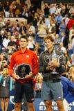 US Open 2013 kampioen Rafael Nadal en finalist Novak Djokovic tijdens trofeepresentatie na definitieve gelijke Royalty-vrije Stock Afbeeldingen