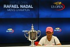 US Open 2017 kampioen Rafael Nadal van Spanje tijdens persconferentie na zijn definitieve gelijkeoverwinning tegen Kevin Andersen stock afbeeldingen