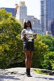 US Open 2017 kampioen Sloane Stephens van Verenigde Staten die met US Opentrofee stellen in Central Park Stock Afbeelding